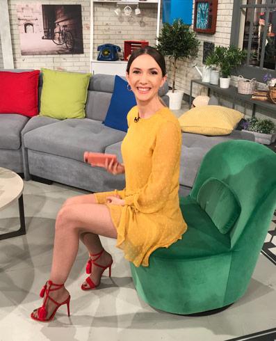 Pantofi piele dama eleanti purtati purtati de Adela Popescu.